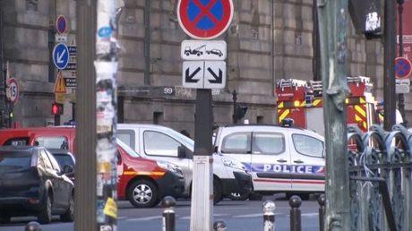 parigi-louvre_polizia