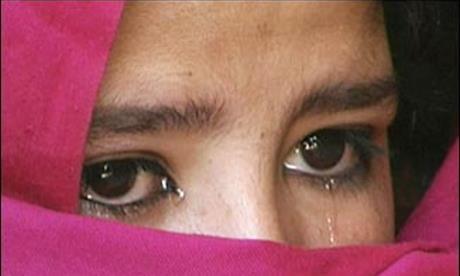 Ragazza rasata da madre islamica perché si rifiuta di portare il velo