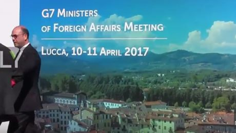 Lucca, tensione e scontri al corteo anti-G7: almeno 5 poliziotti contusi