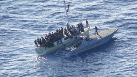 migranti sbarcano