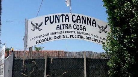 La spiaggia fascista di Chioggia, indagato il gestore. Salvini:
