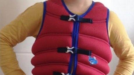 Germania, i giubbottini di sabbia per i bambini iperattivi: a scuola li educano così
