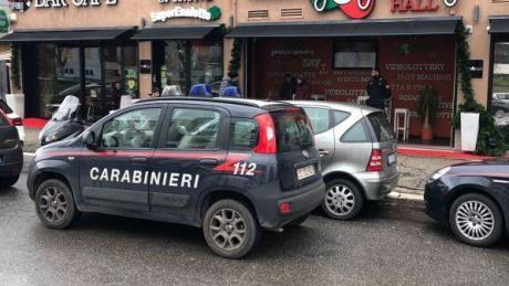 Il video dell'aggressione in un bar di Roma nel giorno di Pasqua