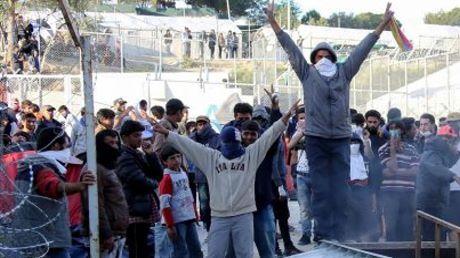migranti la ue ricatta la grecia