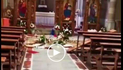 Cesena, romeni devastano chiesa: arredi rovesciati, banchi ...