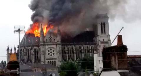 chiese distrutte