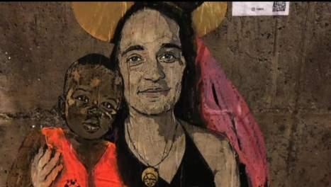 Oscurato con vernice spray nera il murales su Carola Rackete a Taormina