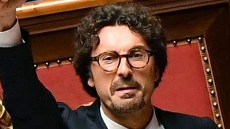 toninelli querelato da Berlusconi