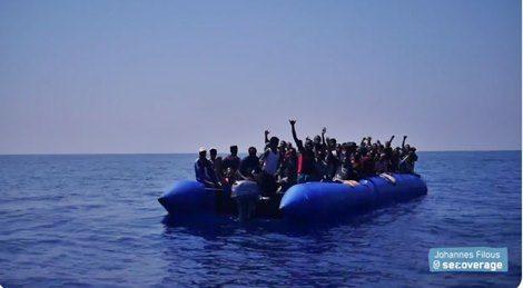 La ong Lifeline ha salvato 100 persone al largo della Libia