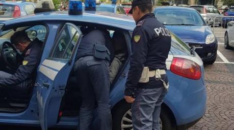 donna violentata in casa arresto