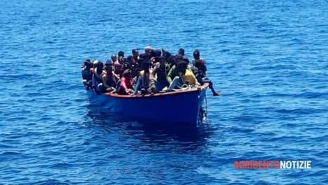 Ondata di sbarchi a Lampedusa e Linosa