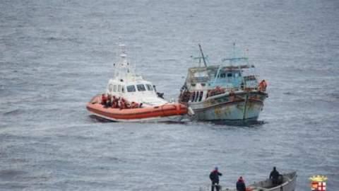 100 migranti sbarcano nella Locride