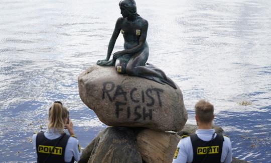 """""""Pesce razzista"""", sfregiata statua Sirenetta a Copenaghen - Imola Oggi"""