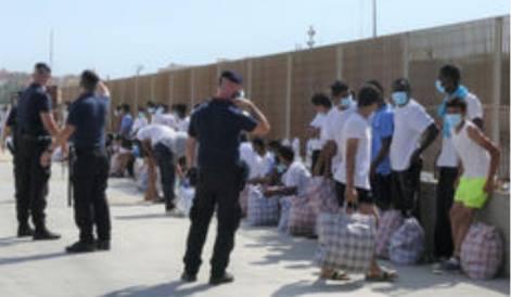 lampedusa migranti sbarcati