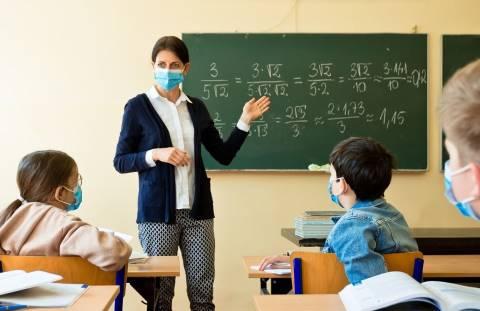 scuola mascherina in classe