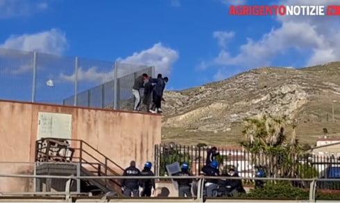 migranti villa sikania