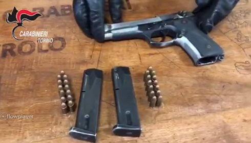 albanesi armati di pistole