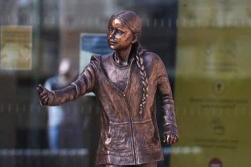 greta statua