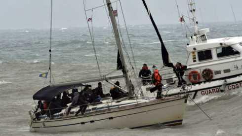 Migranti, 112 sbarcano nel Leccese su barca a vela