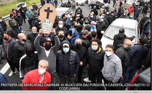 proteste contro le chiusure