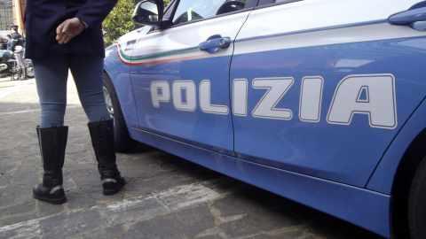 violentata a scuola polizia