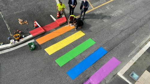 Fiumicino strisce pedonali arcobaleno