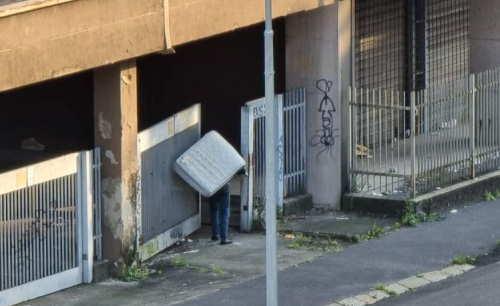 rom occupano abusivamente