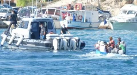 Lampedusa, sbarcano altri 100 migranti