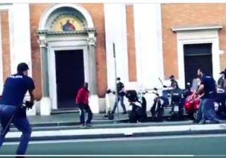 Roma: armato di coltello poliziotto indagato