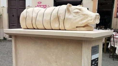 statua della porchetta