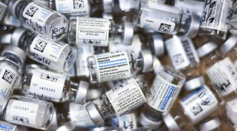 Vaccino Johnson & Johnson, 60 milioni di dosi contaminate