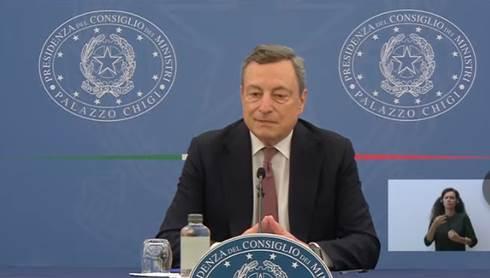 Draghi stato d'emergenza fino a 31 dicembre e green pass obbligatorio