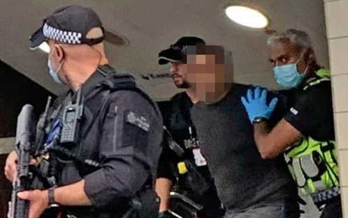 Londra, attacco con machete in metropolitana