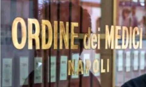 Ordine dei medici Napoli: 'comportamento criminale dei no vax'