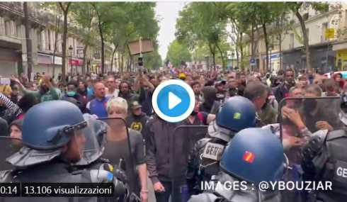 Parigi: migliaia di persone si dirigono verso Place de la République