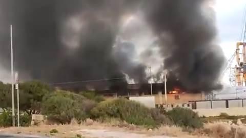 pozzallo migranti incendiano centro di accoglienza