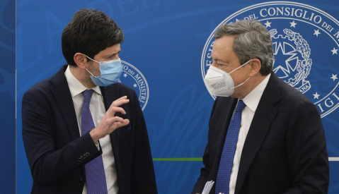 Speranza e Draghi green pass obbligatorio