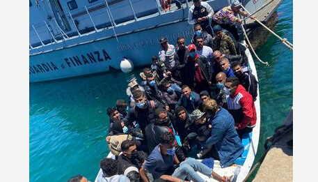 424 migranti a lampedusa