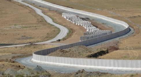 Turchia costruisce un muro