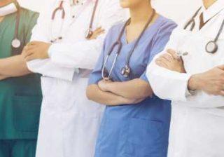 infermieri e medici sanitari non vaccinati