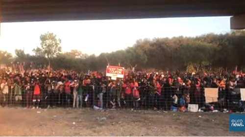 10mila migranti al confine col Messico