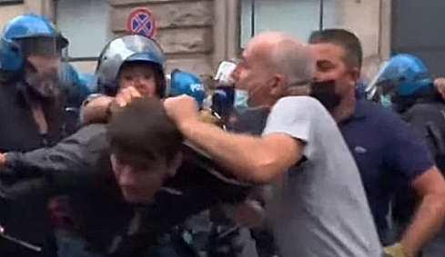 roma denunciato poliziotto